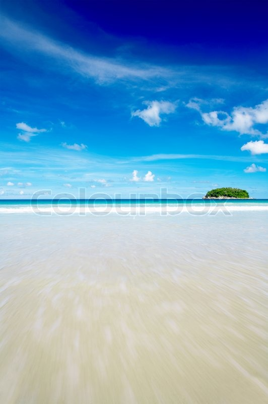 Stock image of 'view of cerulean ocean surface and nice tropic island in the distance'