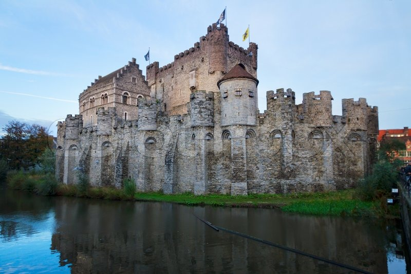 Stock image of 'old Gravensteen castle over canal waters, Ghent, Belgium'