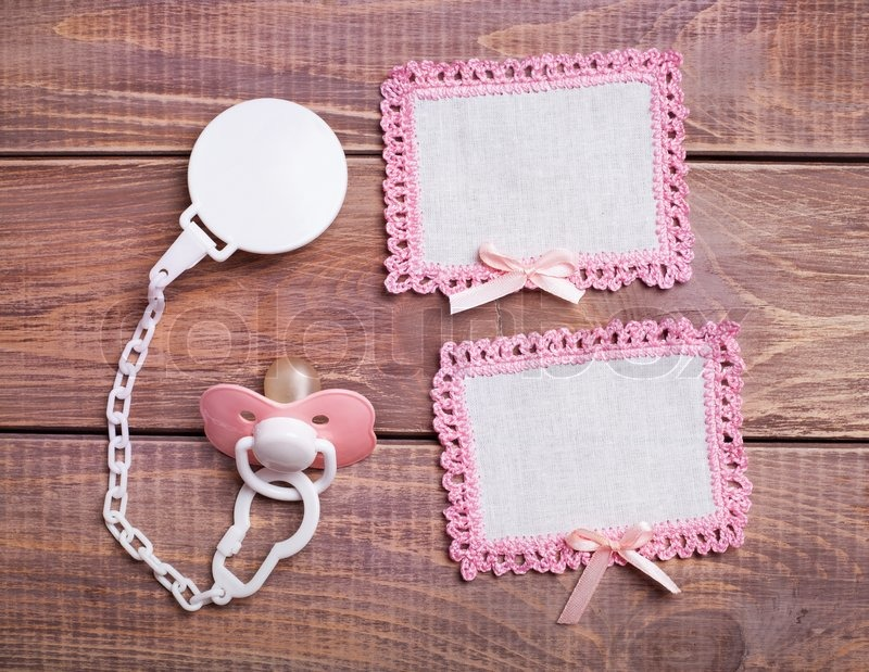 Stock image of 'Napkins with pink lace on the wooden background '