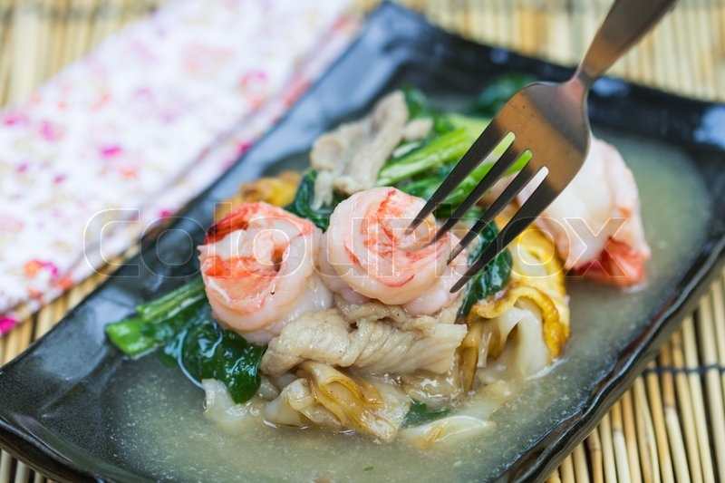 Stock image of 'fried noodles with shrimp pork and vegetable'
