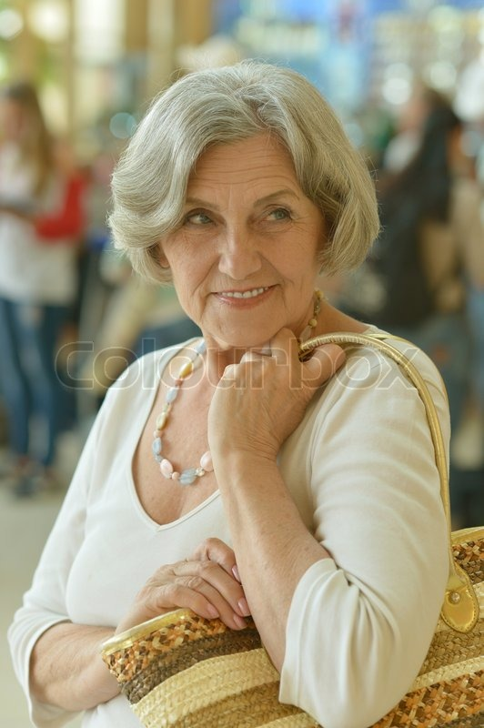 Stock image of 'Beautiful older woman in a shopping center'
