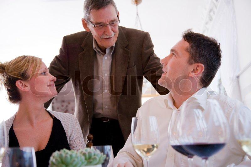 mand søger kvinde kvinde søger par