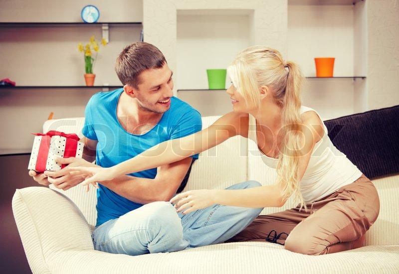 Жена блонд с большой грудью трахалась с работягой негром а муж увидел и присоединился снова начали
