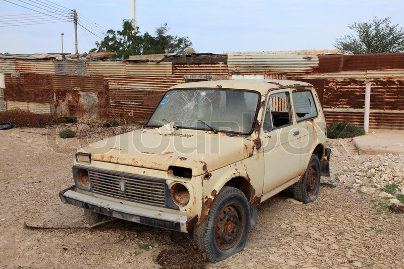 9648859-lada-niva-car-wreck-in-qatar-mid