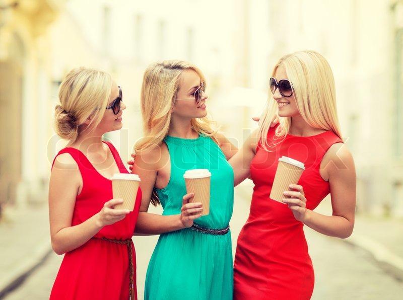 Блондинка в белой сетке вечеринка за городом — pic 6