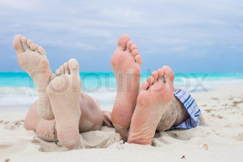 Girl vs male feet