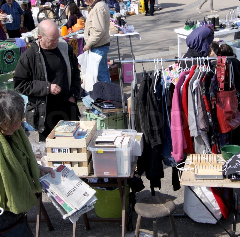 sell used clothes at flea market