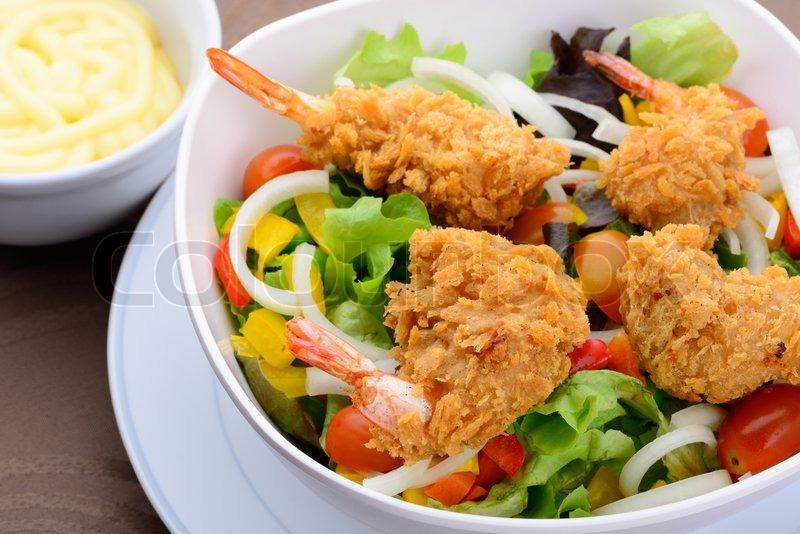 Салат с жареными креветкамифото