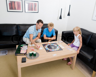 Image of 'game, sofa, family'