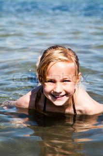 Billede af 'kvinde, øje, svømmetur'