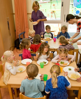 Children in the kindergarten school eat their lunch