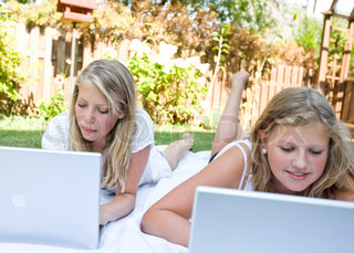 Image of 'laptop computer, youth, girl'