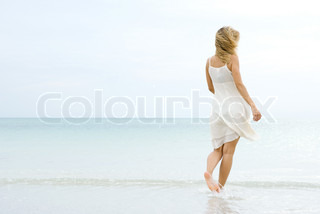 Image of 'barefoot, outside, woman'