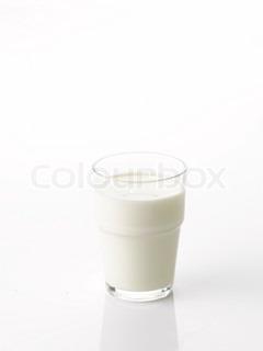 Et glas med mælk i