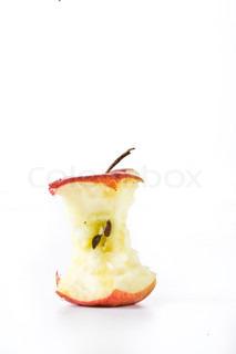 Et rødt æbleskrog med kerner