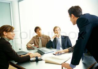 Bild von 'erwachsene, rekrutierung, ãœberredungskã¼nstlerin'
