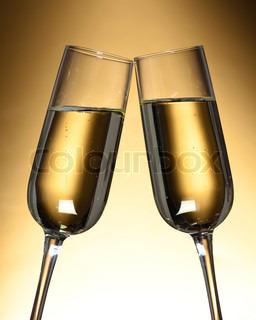 Bild von 'alkohol, drinnen, tulpenglas'