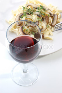 Pasta with mushroom and red wine