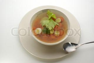 Grøntsagssuppe med økologiske gulerødder og frikadeller