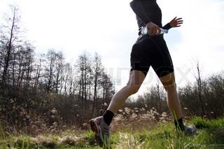 Aktiv sporty kvinde løber jogger