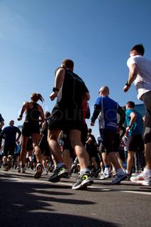 Gruppe von Menschen, die Marathon laufen