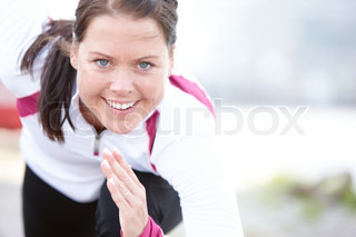 A young brunette caucasian woman getting ready to run