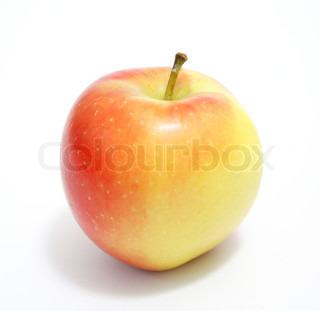 Et gult og rødt æble på hvid baggrund