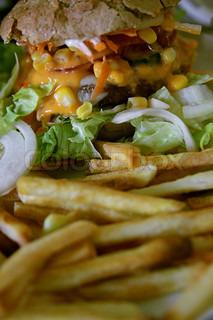 burger mit rindfleisch k se tomaten und salat stock foto colourbox. Black Bedroom Furniture Sets. Home Design Ideas
