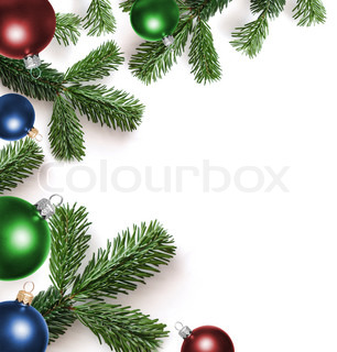 Grankviste og julekugler på en hvid baggrund