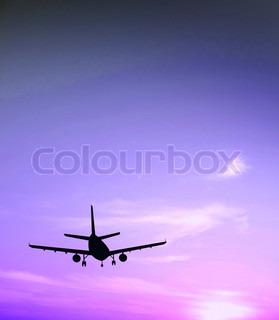 Et fly der flyver mod en lilla himmel