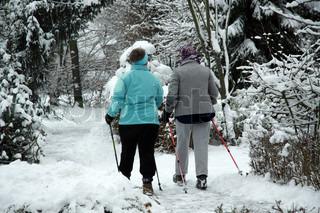 To kvinder nordicwalking