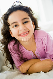 Image of 'arabic, girl, 8 year old'