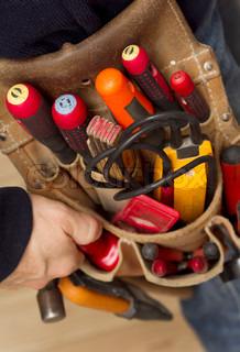 Bild von 'menschen, elektrikerin, tool'