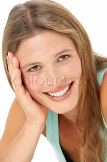 Studio Portrait Of smilende ung kvinde