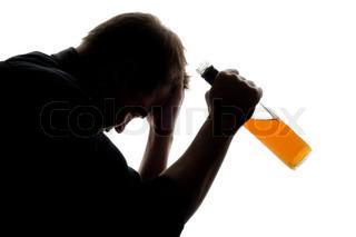 Manden oplever nogle problemer med alkohol, konceptuelle skud