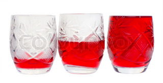 Tre krystal vin-glas med rødvin makro.