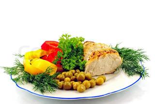kylling med rå grøntsager og greens