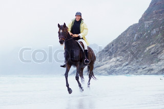 ©Téo Lannié/AltoPress/Maxppp ; Man riding horse on beach