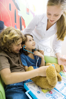 ©Laurence Mouton/AltoPress/Maxppp ; Boy and girl playing doctor, nurse looking over their shoulders