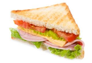 Sandwich mit Schinken und Gemüse auf weißem Hintergrund