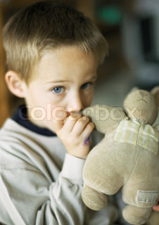 ©Laurence Mouton/AltoPress/Maxppp ; Child with thumb in mouth holding stuffed animal, portrait