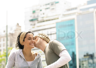 ©Laurence Mouton/AltoPress/Maxppp ; Young man kissing girlfriend on cheek