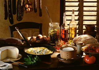 ©I. Rozenbaum & F. Cirou/AltoPress/Maxppp ; Table spread with various foods and cooking ingredients