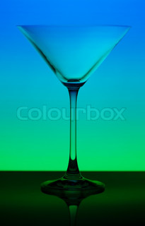 konzeptionell beleuchtet martini glas auf hintergrund mit farbverlauf stock foto colourbox. Black Bedroom Furniture Sets. Home Design Ideas