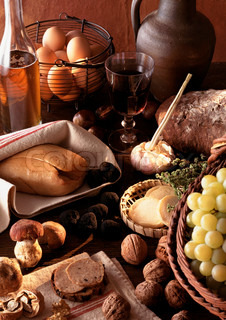 ©I. Rozenbaum & F. Cirou/AltoPress/Maxppp ; Foie gras and truffles displayed on table, surrounded by other foods