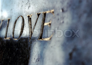 ©Isabelle Rozenbaum/AltoPress/Maxppp ; Love text embossed in gold