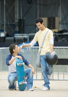 ©Laurence Mouton/AltoPress/Maxppp ; Teen males, one with skateboard the other holding helmet