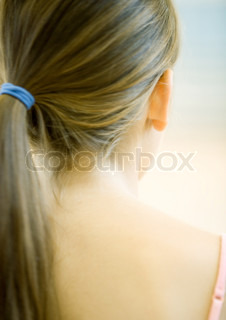 ©Laurence Mouton/AltoPress/Maxppp ; Teen girl with ponytail, close-up rear view of head and back