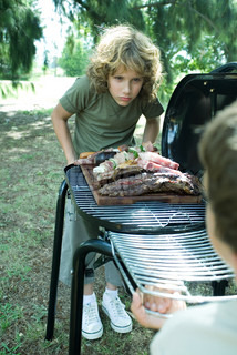 ?Ale Ventura/AltoPress/Maxppp ; Two boys standing at either end of barbecue