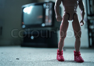 ?Katarina Sundelin/AltoPress/Maxppp ; Naked action figure standing on carpet in front of television